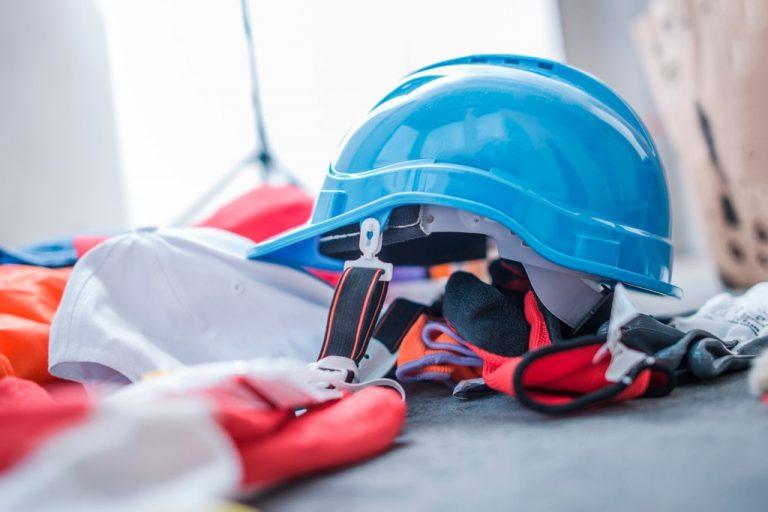 Casco ropa protección obras